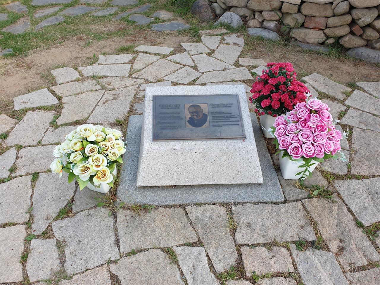 망월동 5.18 구 묘역에 잠들어 있는, 80년 5월의 진실을 국내외에 알렸던 '푸른 눈의 목격자' 위르겐 힌츠페터의 묘