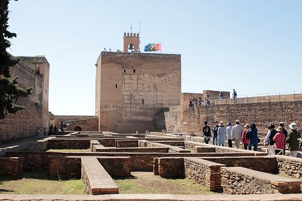 유럽에 현존하는 이슬람 건축 중 최고걸작이라는 평을 듣는 알함브라 궁전 모습.