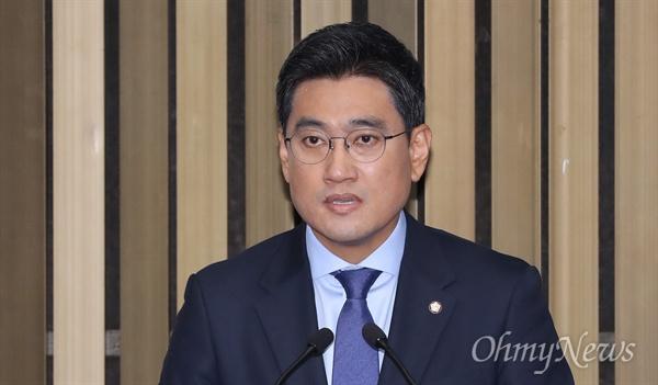 포부 밝히는 오신환 바른미래당 오신환 신임 원내대표가 15일 의원총회에서 당선 소감을 밝히고 있다.