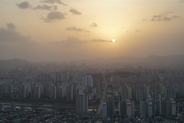 미세먼지 가득한 서울 하늘