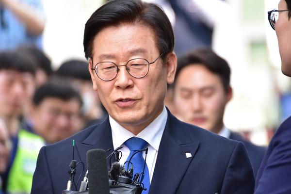 이재명 경기도지사가 16일 오후 수원지법 성남지원에서 열리는 1심 선고 공판에 참석하고 있다.