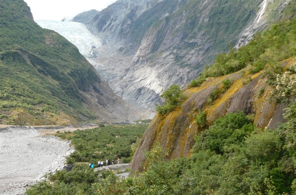 빙하로 향하는 등산로, 주위 풍경이 특별히 뛰어나다.