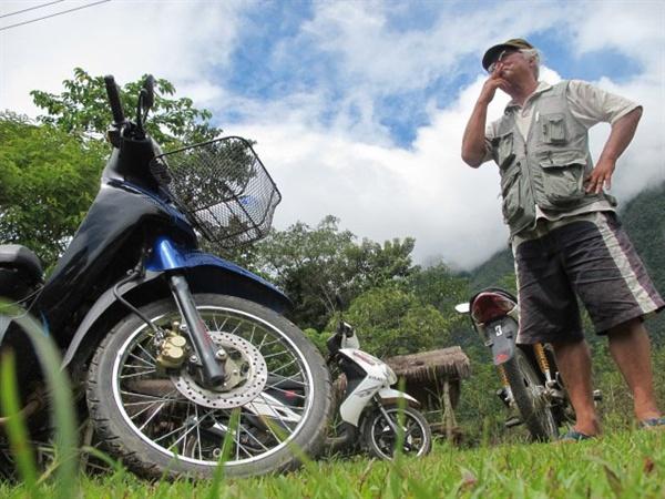 캄보디아와 태국, 베트남등을 돌때 오토바이를 즐겨타며 여행하는 서유진선생
