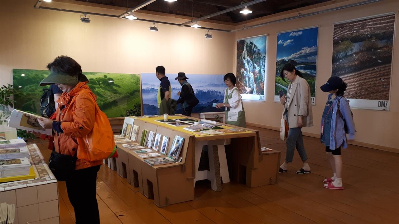책마을갤러리 정병규 북디자인전이 열린 책마을갤러리