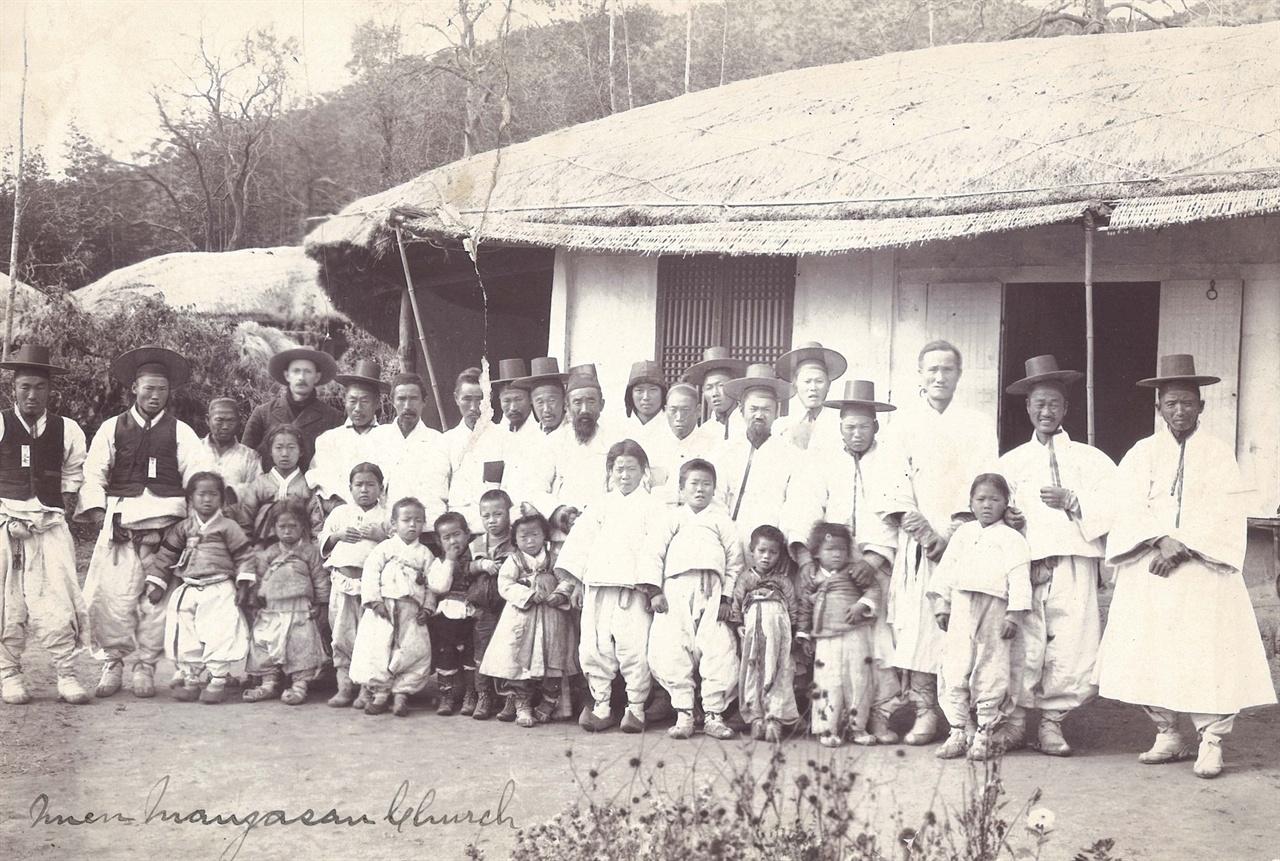 대야 만자산교회 남신도 단체사진(1904년 촬영)