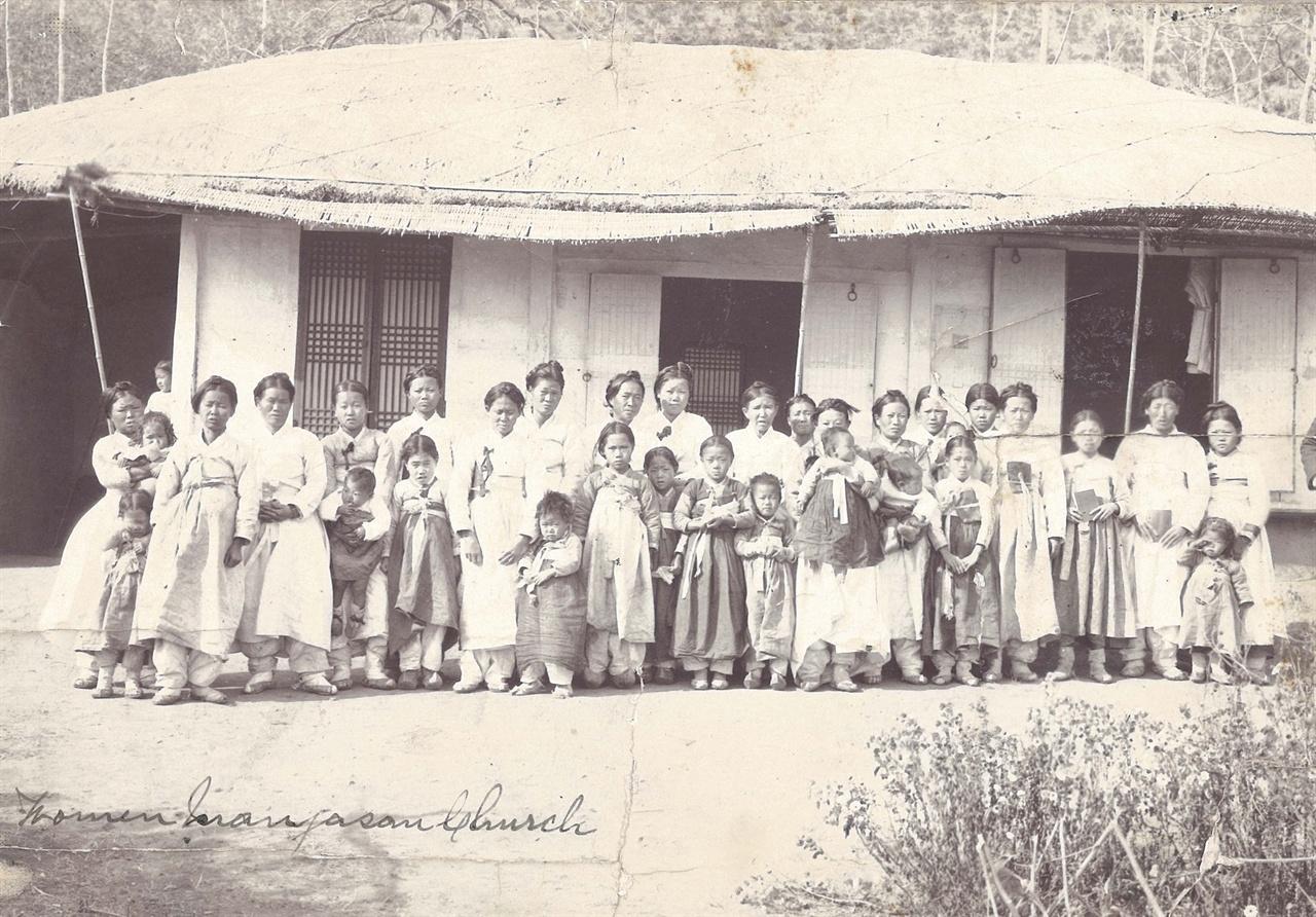 대야 만자산교회 여신도 단체사진(1904년 촬영)