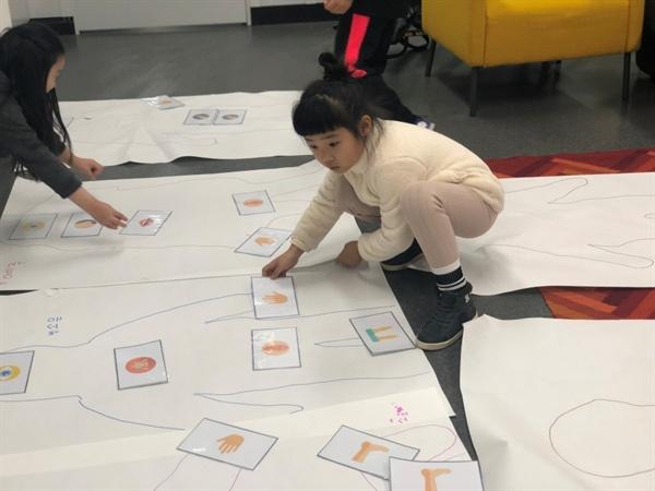 유니콘이 진행하는 성교육에 참가한 아이들의 모습