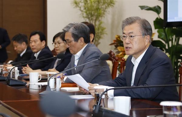 문재인 대통령이 20일 오후 청와대에서 열린 수석보좌관 회의에서 발언하고 있다.