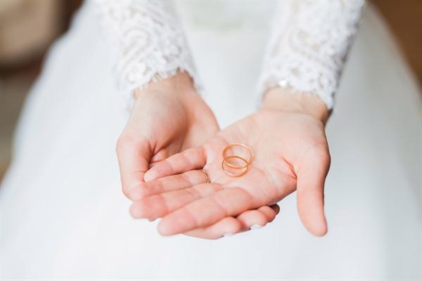 나는 여전히 결혼과 가부장제에 부적응 중이다. 대신 바람직한 결론을 정해두고 두려워하기보다 상상력의 가능성을 열어두고 싶다. 오늘의 결혼 생활을 위해.
