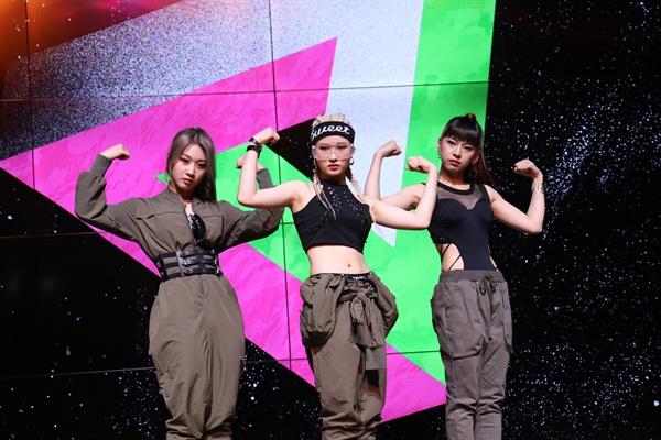 써드아이 3인조 걸그룹 써드아이가 싱글 앨범 'DMT(Do Ma Thang)'을 발표하고 이를 기념해 21일 오후 서울 강남구의 한 공연장에서 데뷔 쇼케이스를 열었다. 멤버는 유지, 유림, 하은으로 구성됐다.
