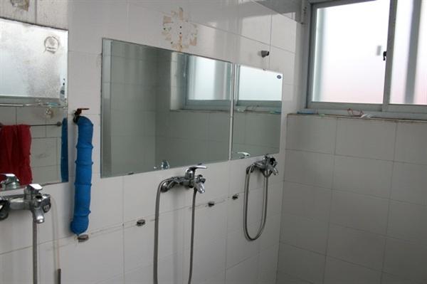 대기업 협력업체 노동자들이 사용하는 샤워실