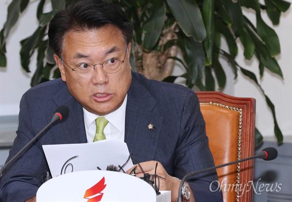 자유한국당 정진석 의원이 22일 오전 국회에서 열린 원내대표-중진의원 연석회의에서 모두발언을 하고 있다.