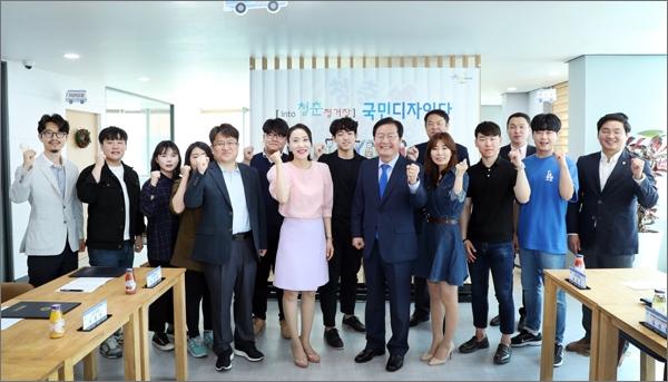 대전 서구는 22일 둔산동 청춘정거장(프뢰벨 빌딩 7층)에서 지역학계 전문가, 청년, 공무원 등으로 구성된 '국민디자인단' 발대식을 개최했다.