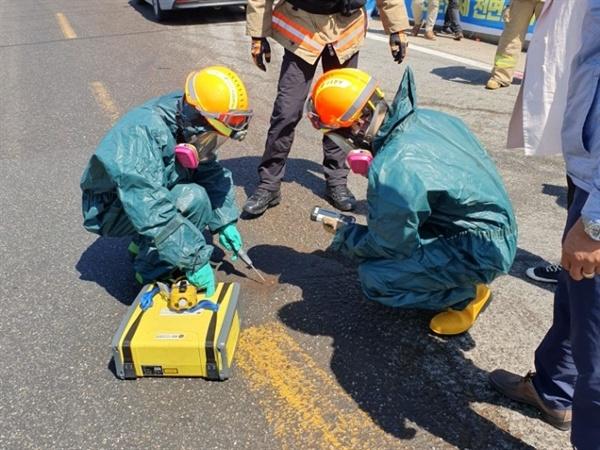 지난 21일 대산공단 내 화학공장에서 출발한 화물차에서, 알 수 없는 물질이 도로에 유출되고 있다는 신고가 접수되기도 했다. 이에 따라 소방대와 서산화학물질방재센터가 출동해 제거작업과 샘플 추출을 하기도 했다.