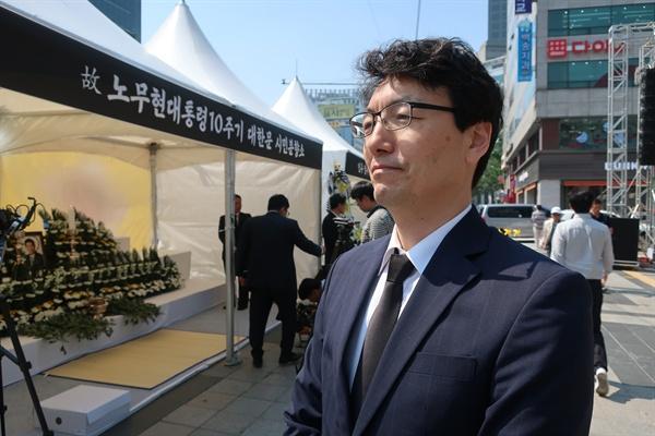 노무현 대통령 시민분향소를 찾은 서기호 전 판사.