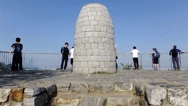 조선시대 봉수대가 있을 정도로 전망좋은 산.