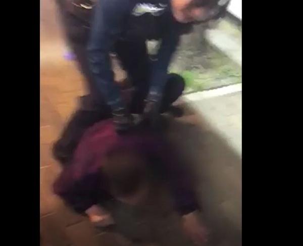 이번에 논란이 된 '대림동 주취자 공무집행방해'사건. 여경의 체포과정이 논란이 됐으나, 실제 경찰이 공개된 영상에서는 주취자 제압을 매뉴얼대로 진행한 것으로 드러났다.