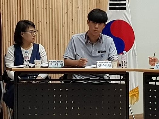 사진 오른 쪽, 당진고등학교 김나민 학생.