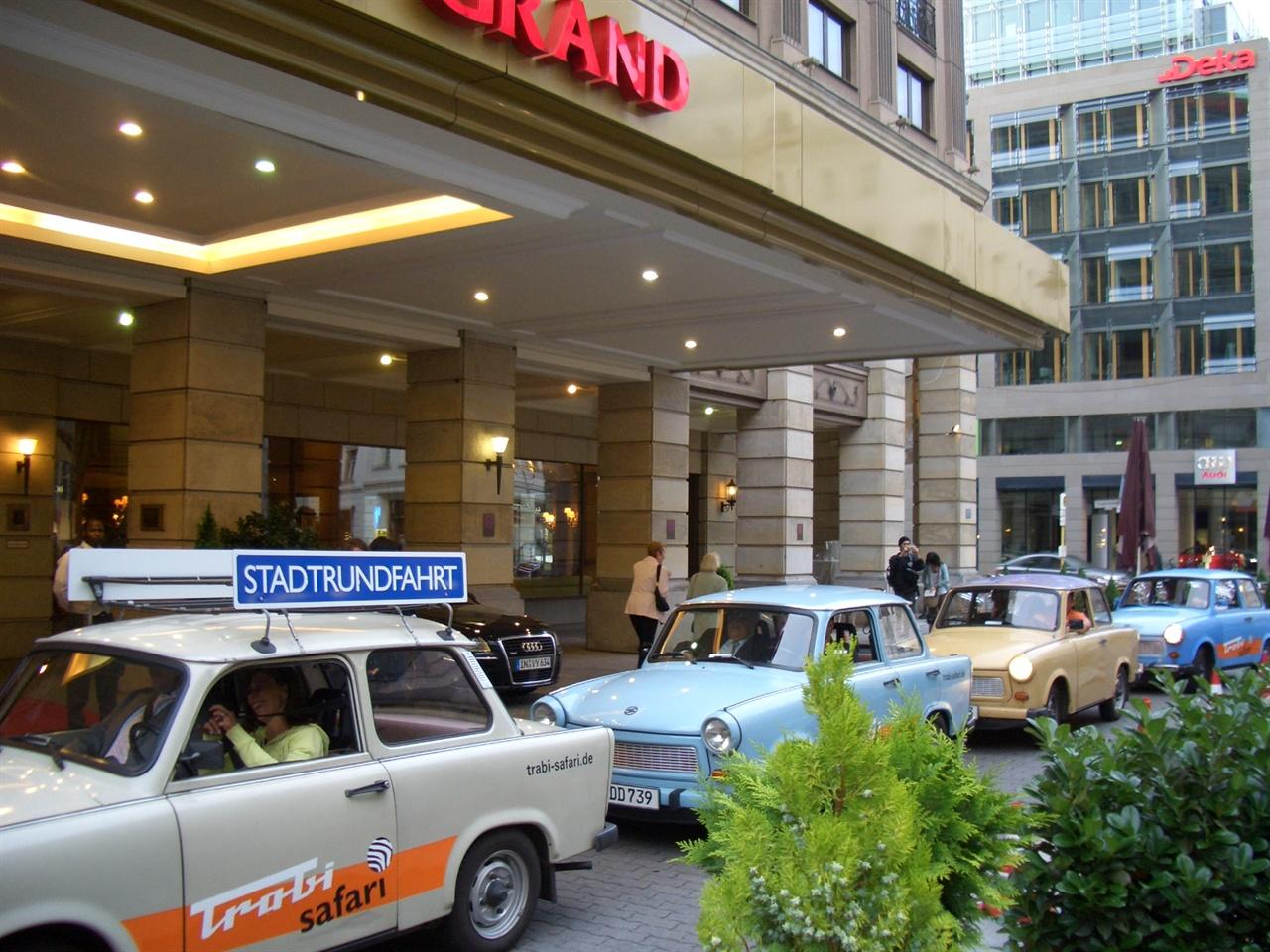 오스탈기 붐과 함께 생겨난 동독 자동차(트라비) 시승상품.