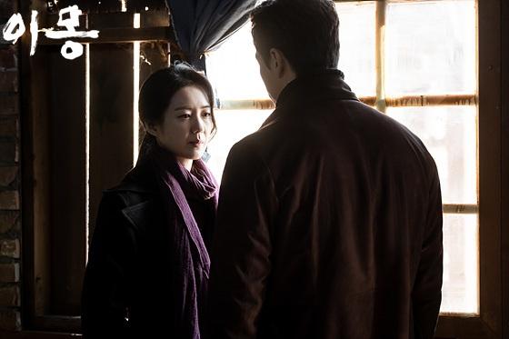 드라마 <이몽>의 이영진(이요원 분)과 김원봉(유지태 분).