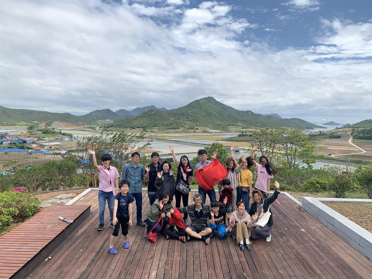 인생학교 4기 동기들입니다 섬마을 인생학교 동기들입니다. 전국 방방곡곡에 흩어져서 살고 있겠지만, 분명히 그들이 있어 행복할 겁니다.