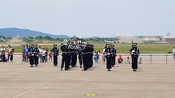 대회에 앞서 대한민국 공군 특수비행팀 블랙이글스의 화려한 축하비행과 의장대 시범, 군악대 공연 등이 펼쳐져 이곳을 찾은 시민들에게 큰 박수를 받았다.