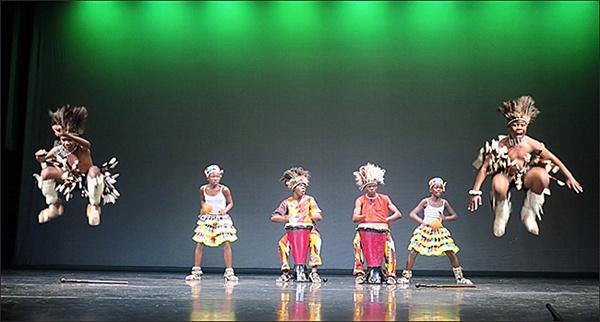 짐바브웨 재너글 공연단 아프리카 짐바브웨 재너글 공연단의 '므천고요'