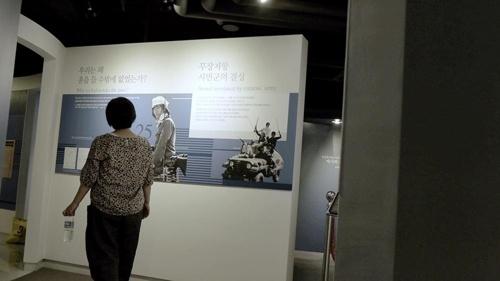 <김군>은 담담한 시선으로 1980년 5월, 뜨거웠던 광주 시민군들의 현 모습을 담아낸다.