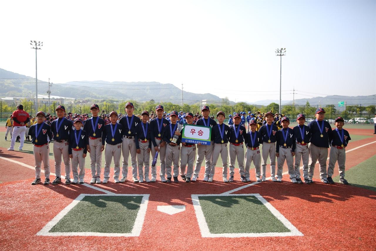 은평구VIP유소년야구단이 창단 5개월 만에 양구 전국유소년야구대회에서 우승을 기록했다.