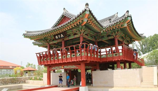 순천시는 중국 북경에서 열린 세계원예박람회에 우리나라 대표로 한국정원을 조성했다.