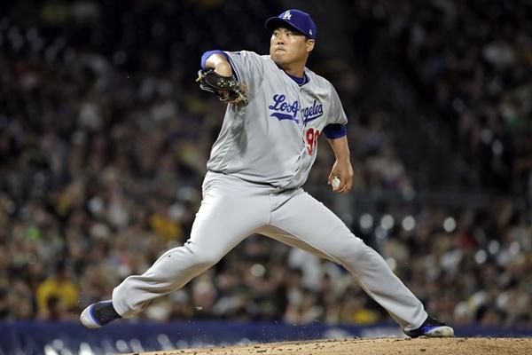 로스앤젤레스 다저스의 류현진이 25일(현지시간) 미국 펜실베이니아주 피츠버그의 PNC 파크에서 열린 2019 메이저리그(MLB) 피츠버그 파이리츠와의 경기에 선발로 등판, 힘차게 공을 던지고 있다.