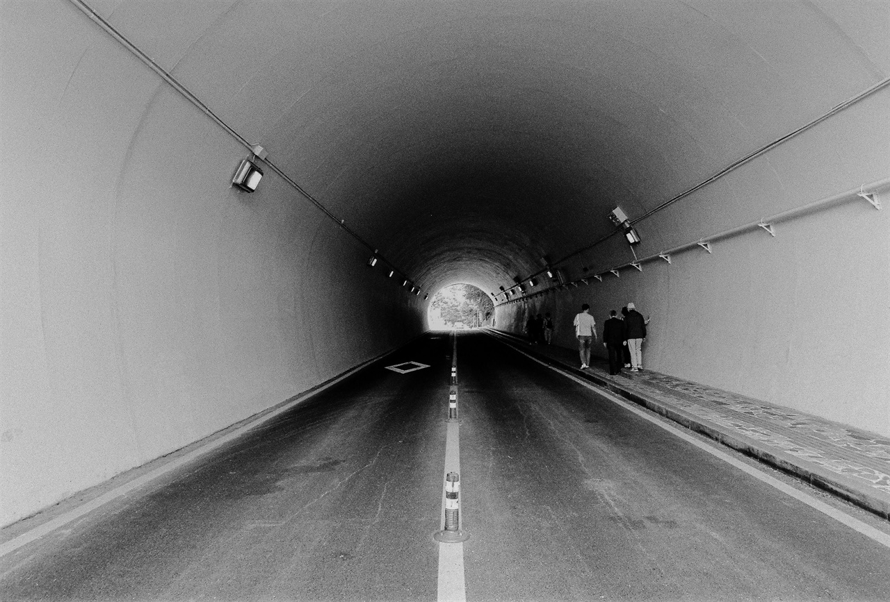 남산 5국으로 향하는 터널. 수많은 국가폭력피해자가 이 터널을 지났을 것이다.