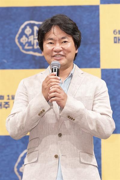 tvN <아스달 연대기> 연출을 맡은 김원석 PD. 후반 작업을 이유로 기자간담회에는 참석하지 않았다.