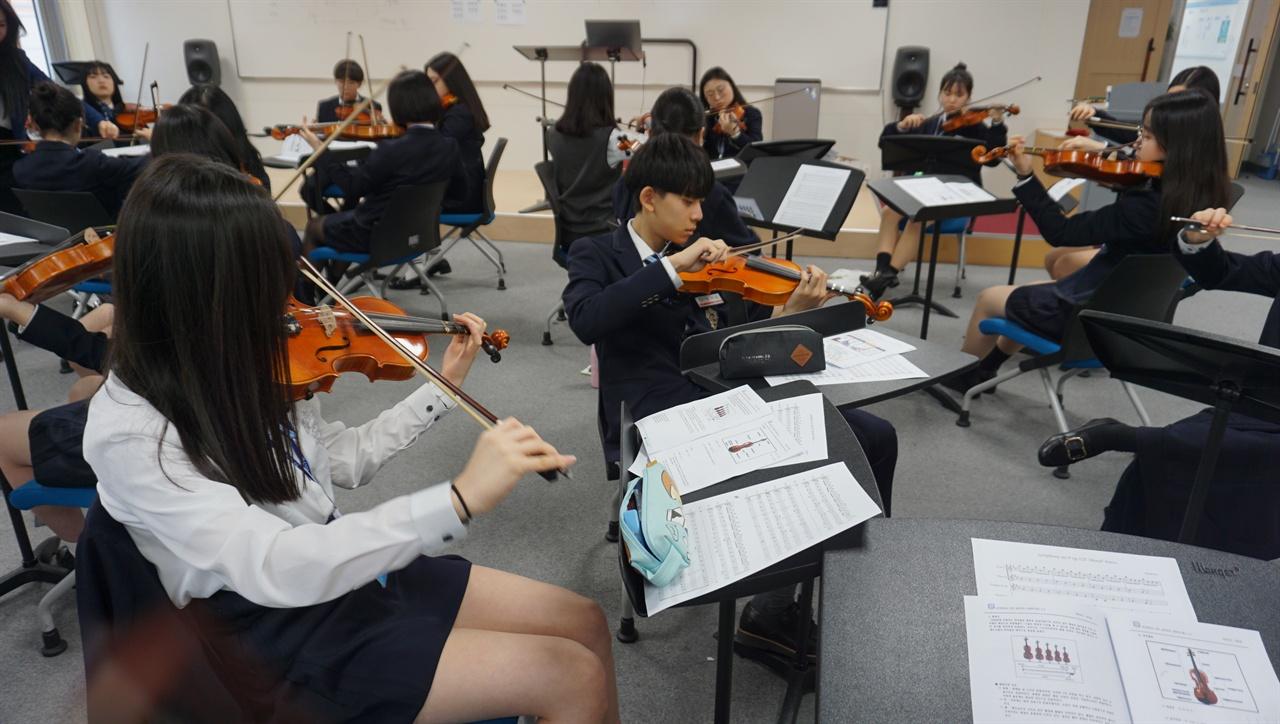 음악도 IB로 수업 충남삼성고 음악 수업 장면.