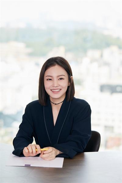 이하이 가수 이하이가 약 3년 만에 새 미니앨범 < 24℃ >를 발매하고 컴백했다. 타이틀곡은 '누구 없소(NO ONE)'이다.