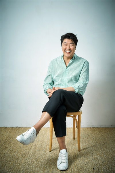 영화 <기생충> 배우 송강호 인터뷰 사진