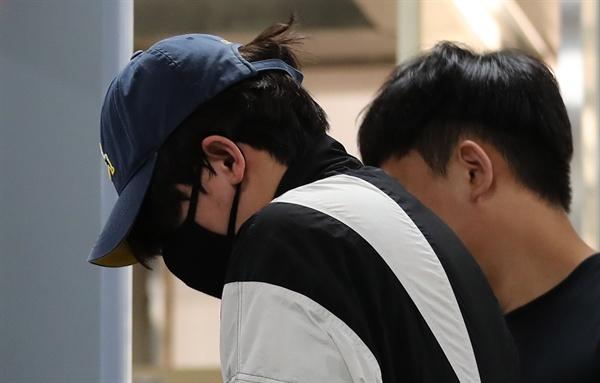 '신림동 강간미수 영상' 속 30대 남성이 31일 오후 구속 전 피의자 심문을 받기위해 서울중앙지법으로 들어서고 있다.