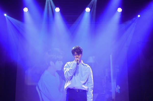 지진석 MBC <언더나인틴>에서 보컬팀 1위를 차지하며 '리틀 크러쉬'로 불린 신예 보컬리스트 지진석이 데뷔 앨범 < Good Night >을 내고 정식으로 가요계에 발을 디뎠다.