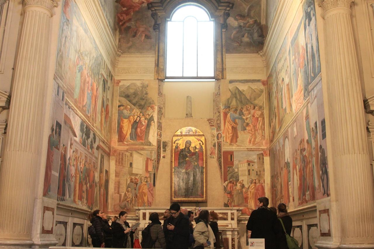 브랑카치 예배당(산타 마리아 델 카르미네 성당 내)   과거 피렌체에서 부유했던 브랑카치 가문이 꾸민 예배당이다. 이렇게 자신과 선조들이 겪을 사후의 고통을 경감하고자 했다. 미켈란젤로가 따라 그리기도 했던 마사초의 유명한 벽화들이 있다.