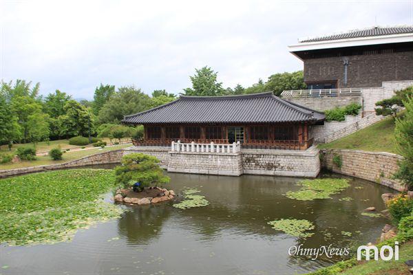 국립경주박물관 월지관 아래에 위치한 수묵당 전경