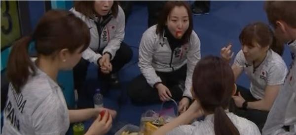 일본 컬링 여자대표팀의 하프타임에 등장한 한국산 딸기