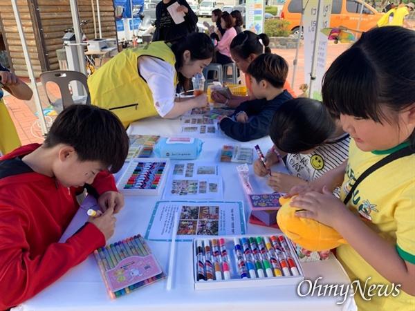 인천강화교육지원청 위(Wee)센터는 6월 1일 '강화 아동·청소년 어울림마당'에서 관내 아동·청소년들을 대상으로 '고민을 대신해 드립니다. 걱정인형 만들기' 프로그램 부스를 운영했다.
