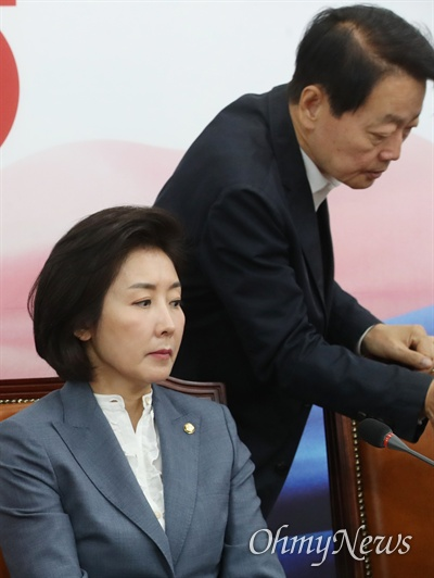한선교 자유한국당 사무총장이 3일 오전 서울 여의도 국회에서 열린 최고위원회의에 참석하고 있다.