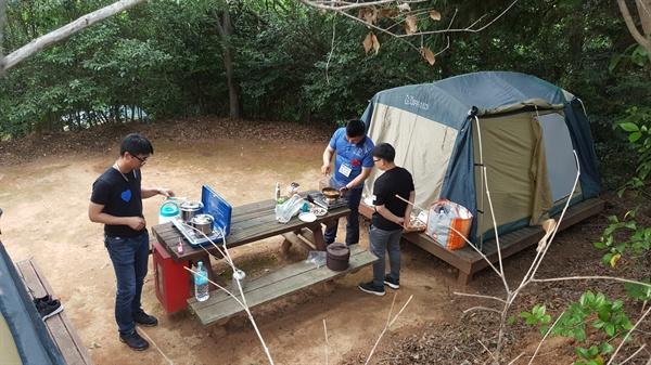 """진해남중학교는 6월 1~2일 사이 진해청소년수련원에서 """"아버지와 함께 하는 1박 2일 캠프""""를 열었다."""