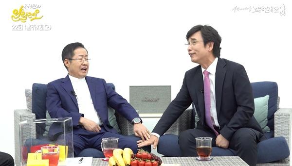 열띤 토론을 벌이는 홍준표 전 자유한국당 대표-유시민 노무현재단 이사장