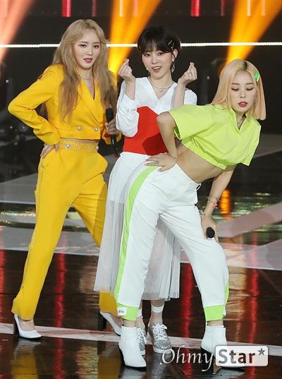 '더쇼' 레이디스 코드, 멋진 숙녀들 레이디스코드가 4일 오후 서울 상암동 SBS프리즘타워에서 열린 SBS MTV <더쇼> 생방송에서 화려한 무대를 선보이고 있다.