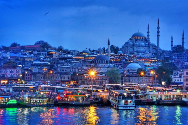이스탄불 보스포루스 해협 갈라타 다리에서 바라본 모스크 전경.