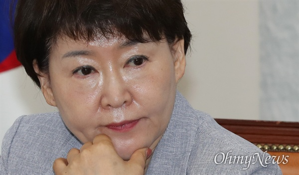 바른미래당 권은희 최고위원이 5일 오전 국회에서 열린 최고위원회의에 참석하고 있다.