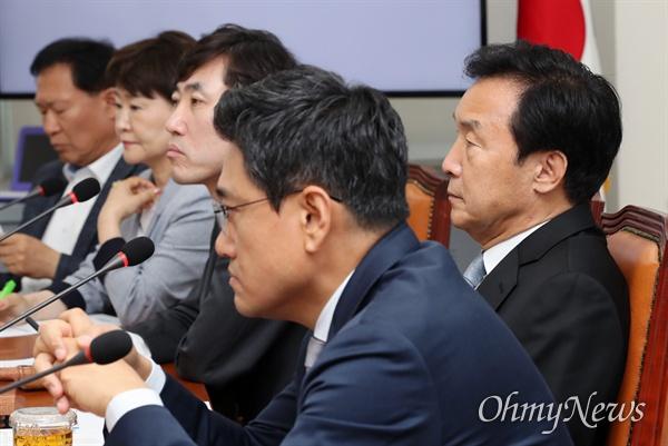 바른미래당 손학규 대표가 5일 오전 국회에서 열린 최고위원회의에 참석하고 있다.