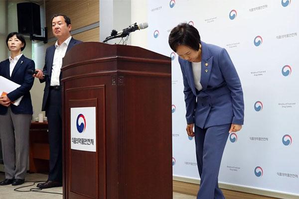 이의경 식약처장이 5일 오전 양천구 서울지방식품의약품안전청에서 골관절염 유전자치료제 '인보사케이주'(인보사) 투여 환자 안전관리대책을 발표했다.
